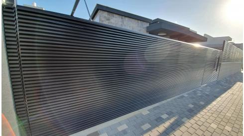 גדר אלומיניום הייטק בצבע שחור