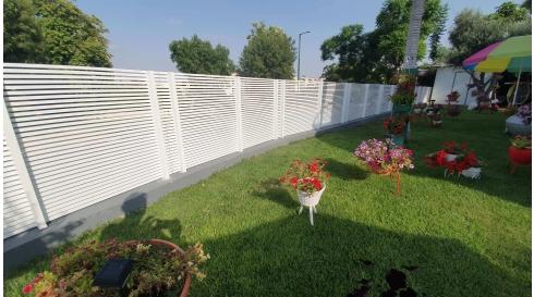 גדר מחומר אלומיניום דגם הייטק לבן עידן השערים
