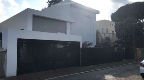 שערים חשמליים בכניסה וסביב הבית
