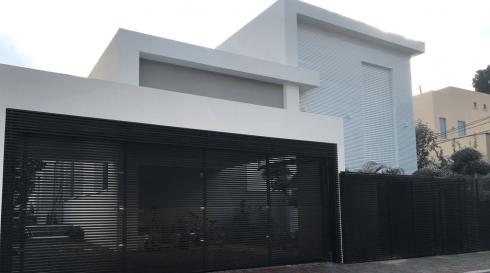 שערים חשמליים שחורים עבור בית