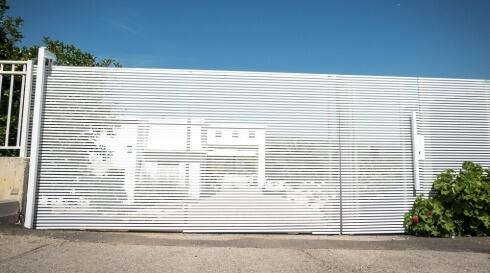 שערים לבנים בעיצובים שונים